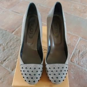 Beautiful & Classy TOD'S Gray Suede Pumps